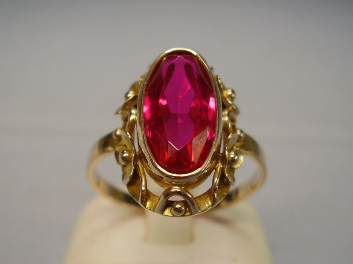 Ruby gold ring to increase the solar power in one's life (for fame and leadership).